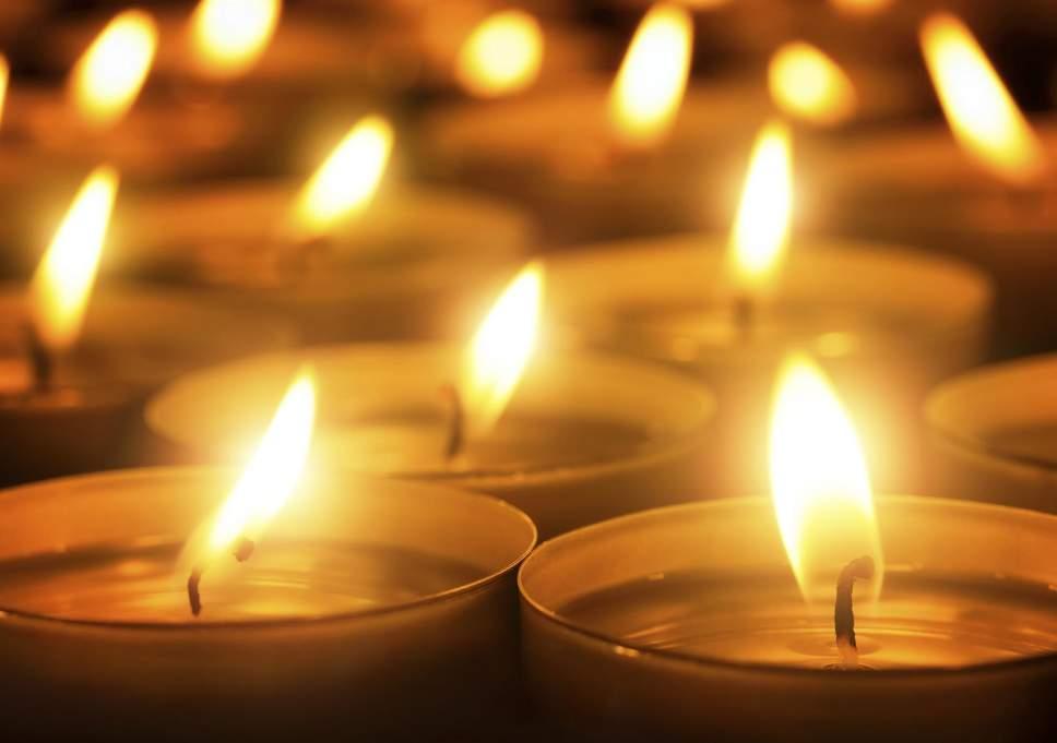 Sviečky, Náhrobné sviečky, Čajové sviečky, Čajové kahance, Led sviečky, Slnečné sviečky, Sviečky na slnečnú energiu, Všech svätých, Sviatok všetkých svätých, pamiatka na zosnulých, ochrana náhrobných kameňov, čistič náhrobných kameňov. štáatny sviatok, hroby,